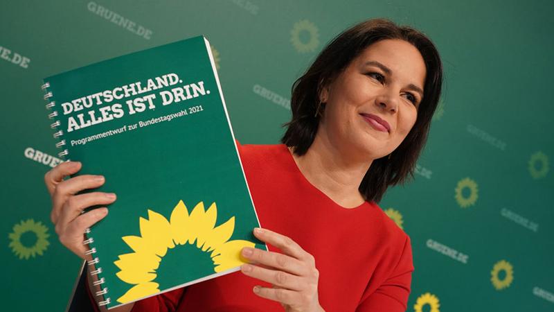 """""""Sozialismus pur"""": Baerbock strebt Pakt von Politik und Industrie für Klimaschutz an"""
