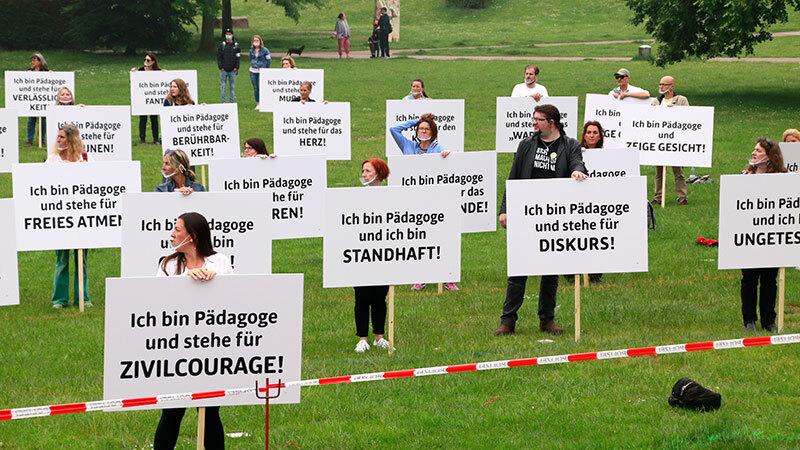 """Stiller Protest der Pädagogen – Schwab: """"Die Pädagogen sind in einer ganz gefährlichen Zwickmühle"""""""