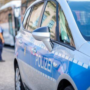 Bewaffneter Mob will nach Maskenpflicht-Streit Berliner Imbiss stürmen