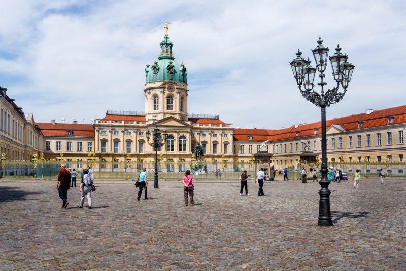 Protest-Spaziergang gegen Corona-Maßnahmen in Berlin