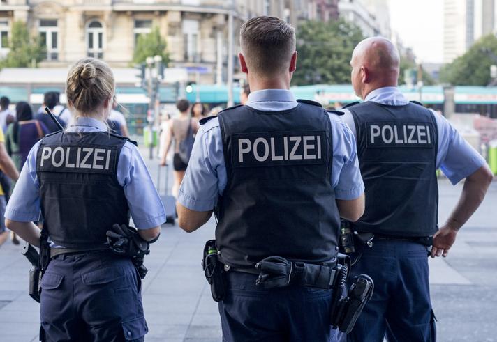 Gladbeck: Polizist ringt alten Mann vor Eisdiele nieder, weil er seine Maske nicht aufgesetzt hatte