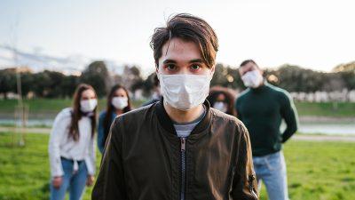 Junge Menschen in der Pandemie müde, aber zuversichtlich