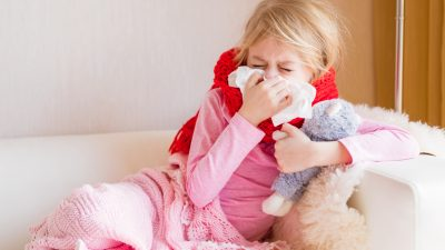 STIKO vergleicht COVID-19 bei Kindern- und Jugendlichen mit Grippe