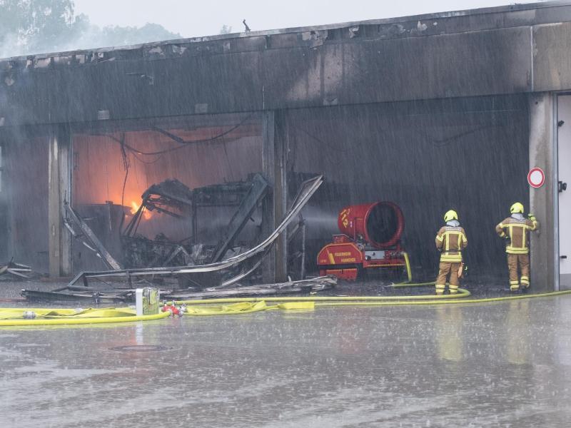 Millionenschaden bei Brand in Depot für Elektrobusse