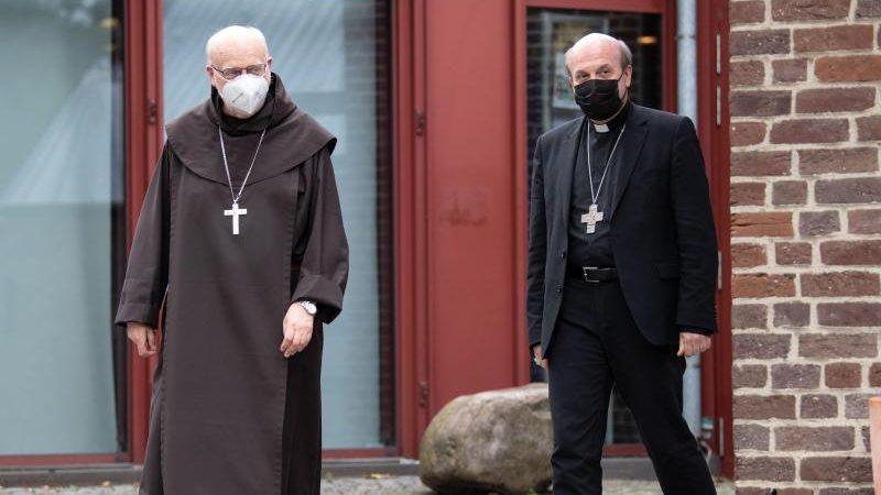 """Woelki hält trotz Missbrauchsskandal an Amt fest – Stiels: """"Kardinal schätzt Lage nicht mehr realistisch ein"""""""