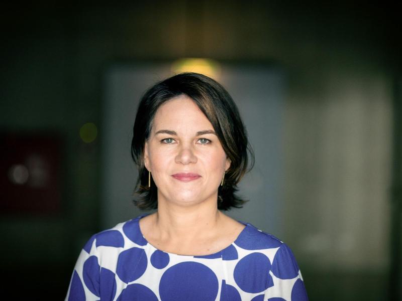 Union baut Abstand zu Grünen auf zehn Prozent aus – Baerbock verliert vier Prozentpunkte