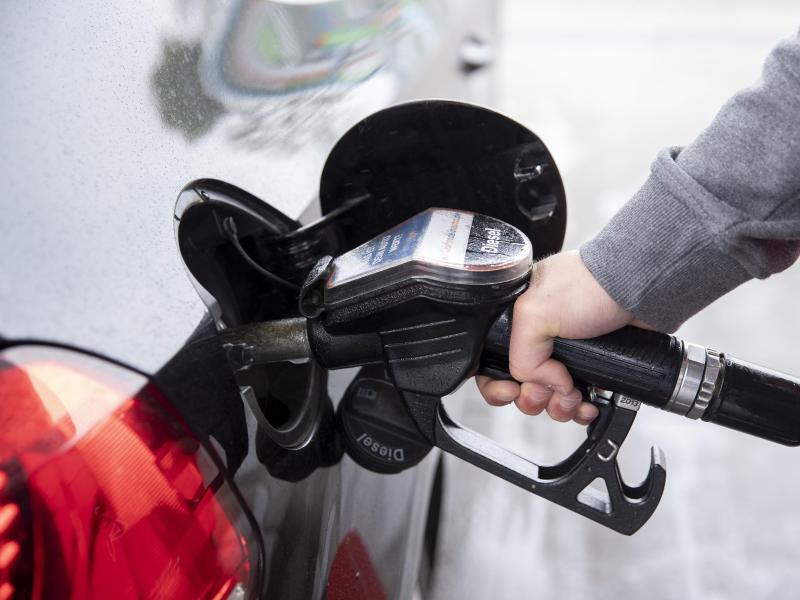 Preise für Benzin und Diesel steigen – Ölpreis sinkt leicht