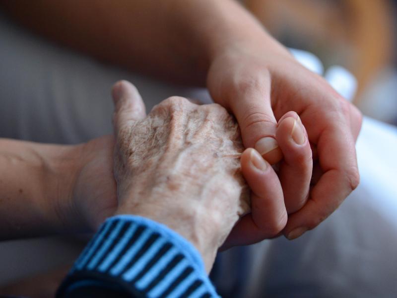 80 Prozent Übersterblichkeit in Pflegeheimen im Dezember – Auswirkungen der Maßnahmen möglicher Grund