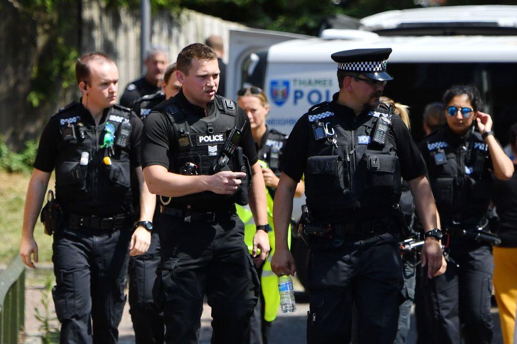 """Frau mit """"Charlie Hebdo""""-T-Shirt in London mit Messer angegriffen"""