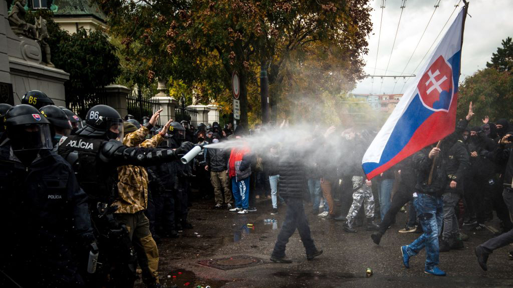 Straßenblockaden in Bratislava: Proteste gegen Corona-Maßnahmen verschärfen sich