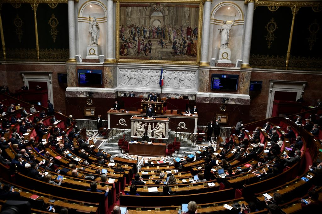 """Frankreichs Parlament schafft neues Delikt: """"Ökozid"""" – Verbot vieler Inlandsflüge"""