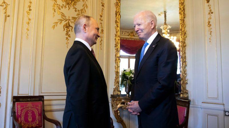 """Putin hat """"ein echtes Problem"""": US-Präsident richtet scharfe Verbalattacke gegen Russlands Staatschef"""