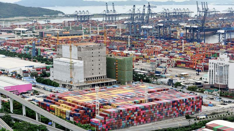Höhere Preise und Lieferschwierigkeiten: Frachtschiff-Chaos schlägt sich in Logistikbranche nieder