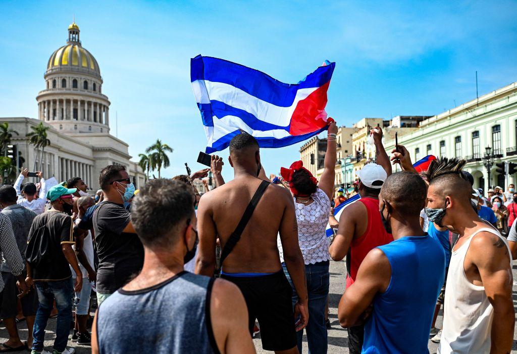"""""""Nieder mit der Diktatur"""": Tausende von Kubanern demonstrieren gegen kommunistisches Regime"""