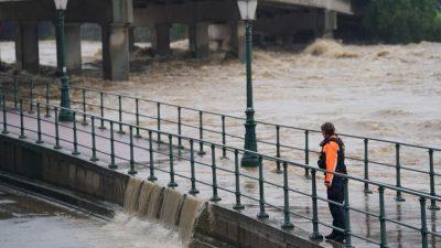 Behörden rufen Anwohner der Maas in Lüttich zum Verlassen ihrer Häuser auf