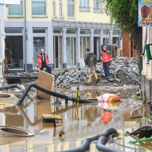 Flutgebiet: Anlaufstelle der freiwilligen Helfer in der Schule Ahrweiler geräumt – Arzt ist fassungslos