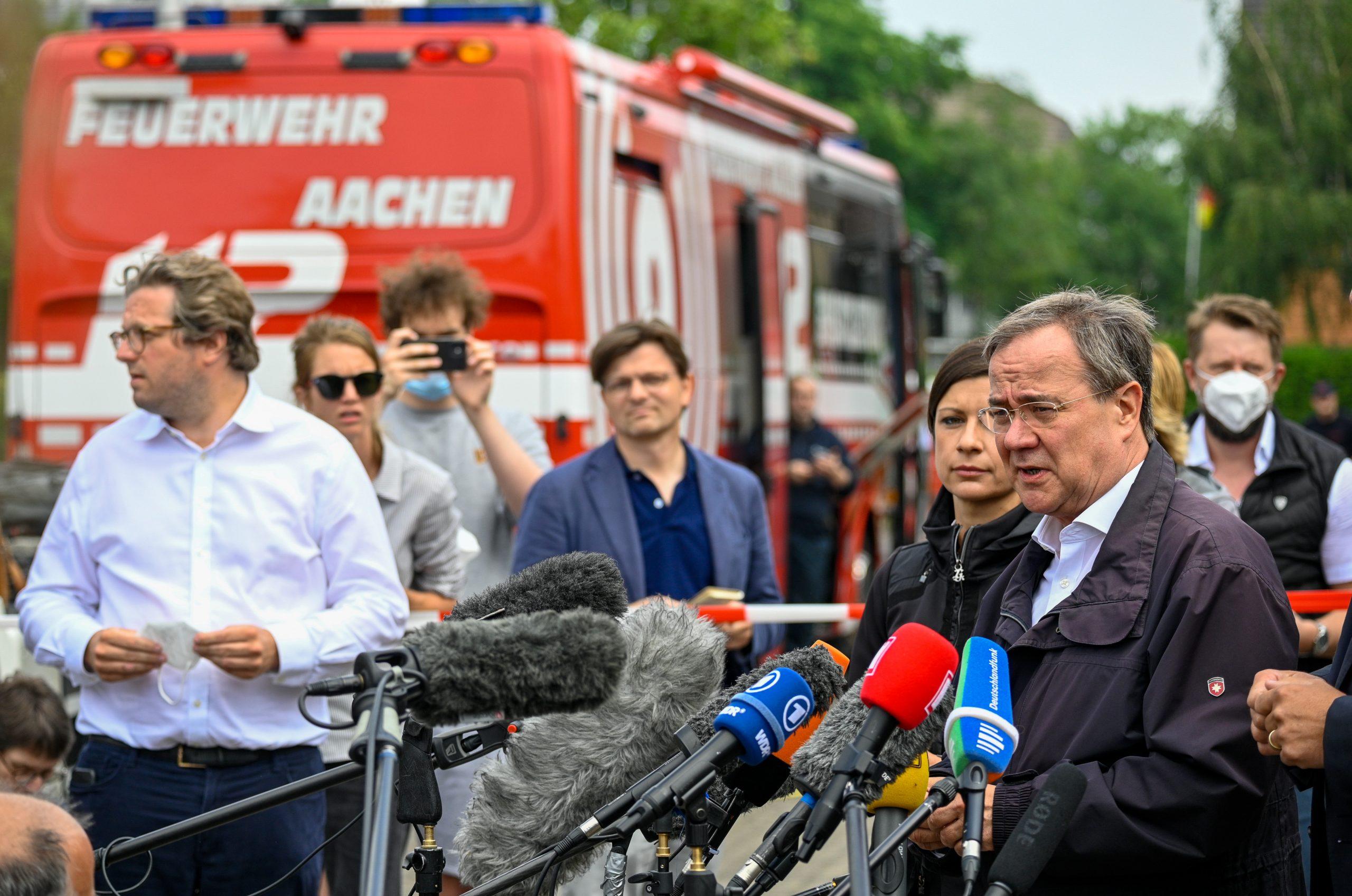 Lachender Laschet in Erftstadt sorgt für empörte Reaktionen