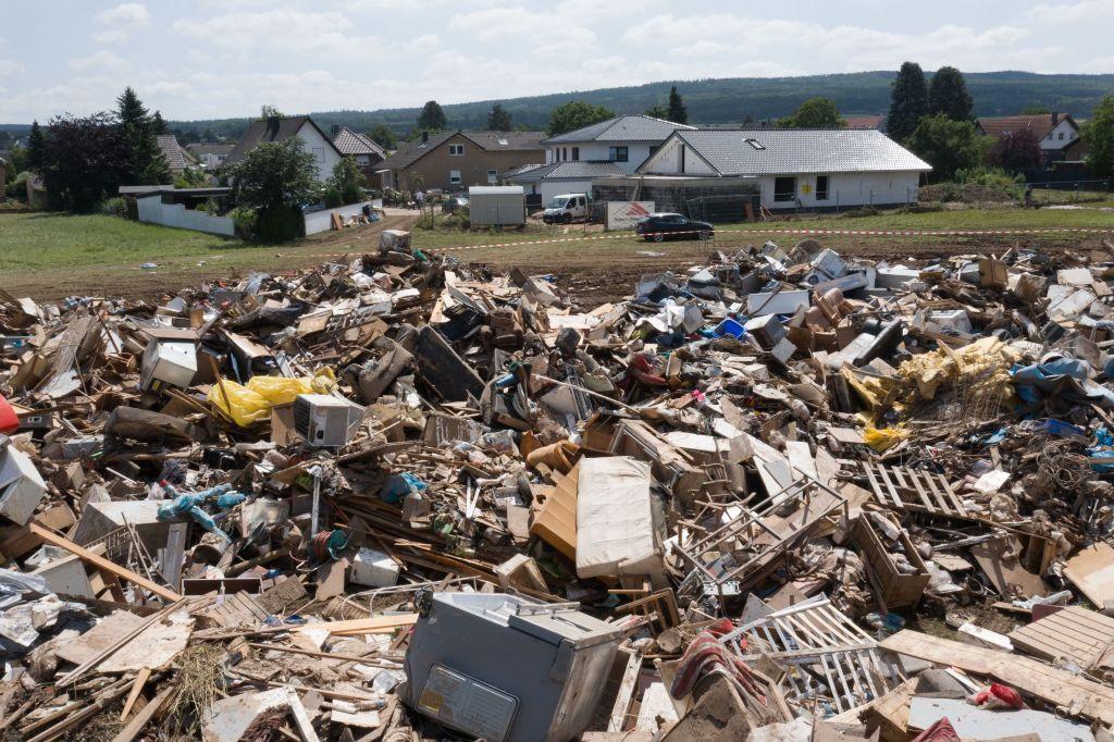 Plünderungen in Eschweiler: Drei Verdächtige verhaftet – Laschet will mit Kommunen über Finanzhilfen beraten
