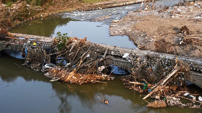 Dutzende Brücken, Bahnübergänge und Bahnhöfe durch Hochwasser zerstört