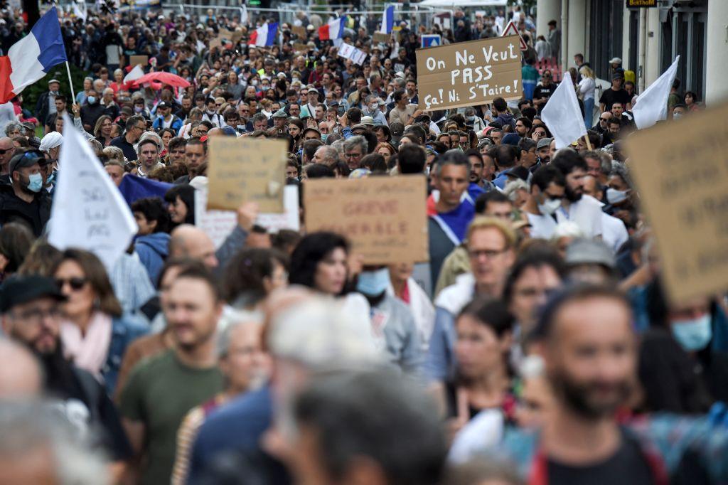 Ungeimpften droht Berufsverbot: Über 160.000 Franzosen demonstrieren gegen verschärfte Corona-Regeln