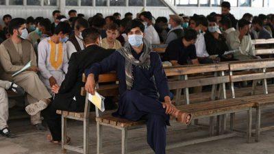 Afghanistan: 900 Ortskräfte in Deutschland angekommen – US-Luftwaffe unterstützt Regierungstruppen