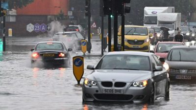 Heftige Regenfälle sorgen für Verkehrschaos im Südosten Englands