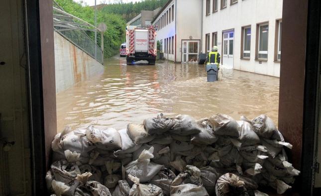 Scheuer verspricht unbürokratische Hilfen an Hochwasser-Opfer