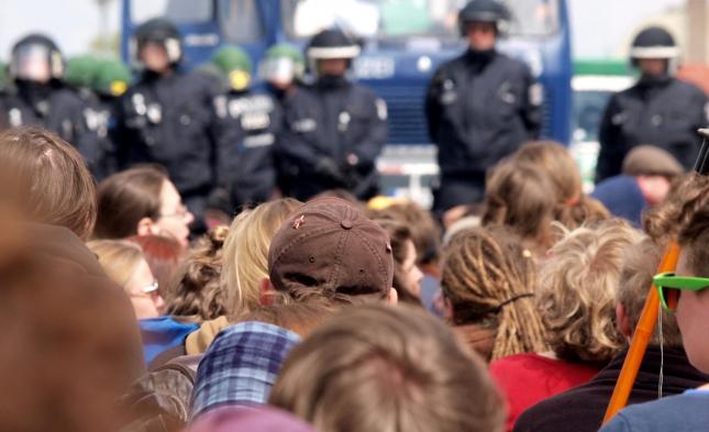 """Linke fordern Rechtsschutz für """"Parlamentarische Beobachter"""" nach Immunitätsaufhebung eines Linken-Politikers"""