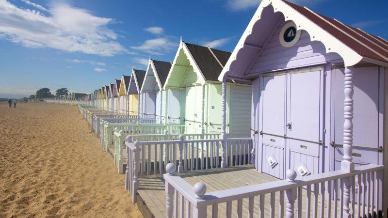 Corona-Pandemie bringt Boom bei Englands bunten Strandhütten