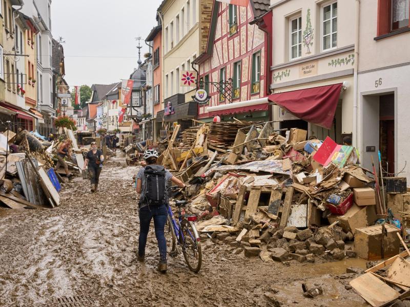 Bund und Länder unterzeichnen Vereinbarung für Flutopfer-Soforthilfe – Totenzahl auf 182 gestiegen