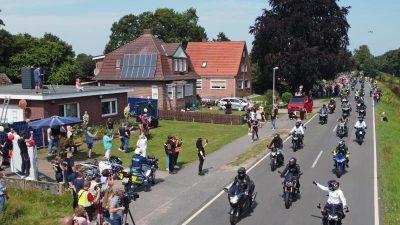 Tausende Motorradfahrer machen krebskrankem Kind eine Freude