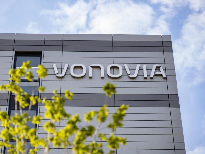 Unbekannte zünden fünf Firmenfahrzeuge von Vonovia in Berlin an