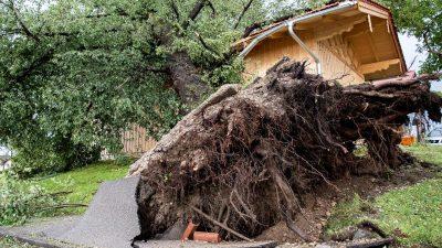 Schäden nach heftigem Unwetter in Bayern