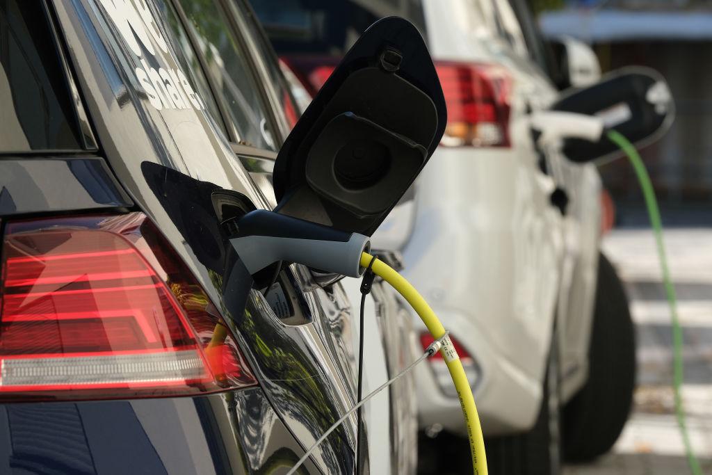 Allensbach: Deutsche klagen über fehlende Ladesäulen für E-Autos