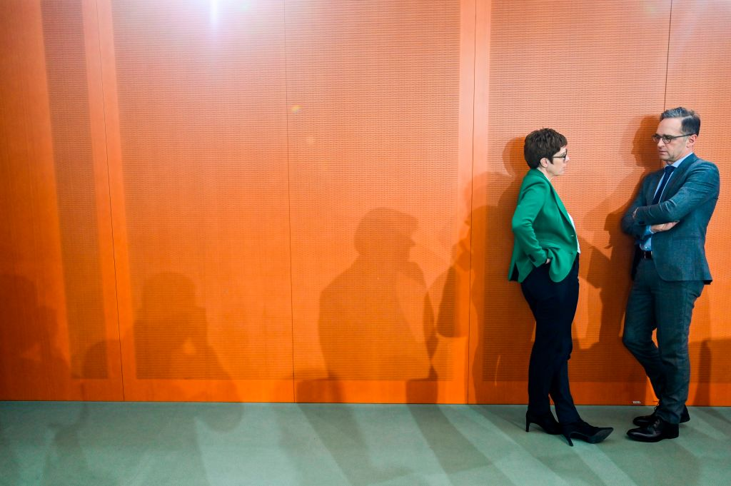 Umfrage: Fast die Hälfte der Deutschen für Rücktritt von Kramp-Karrenbauer und Maas