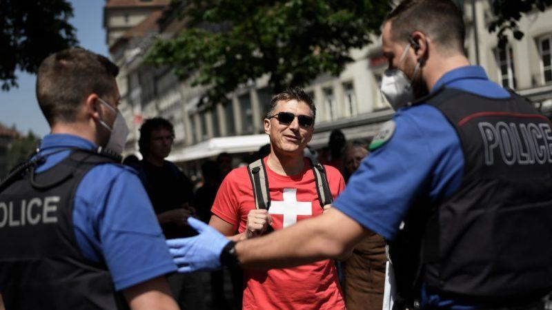 Schweizer Polizisten fordern verhältnismäßige Corona-Maßnahmen