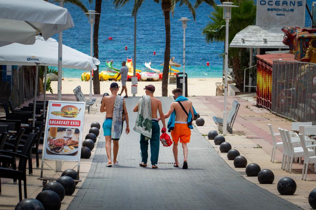 Mallorca: 19-jähriger Deutscher spuckt Blut am Strand und stirbt