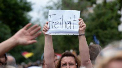Radikalisierung der Corona-Protestbewegung befürchtet