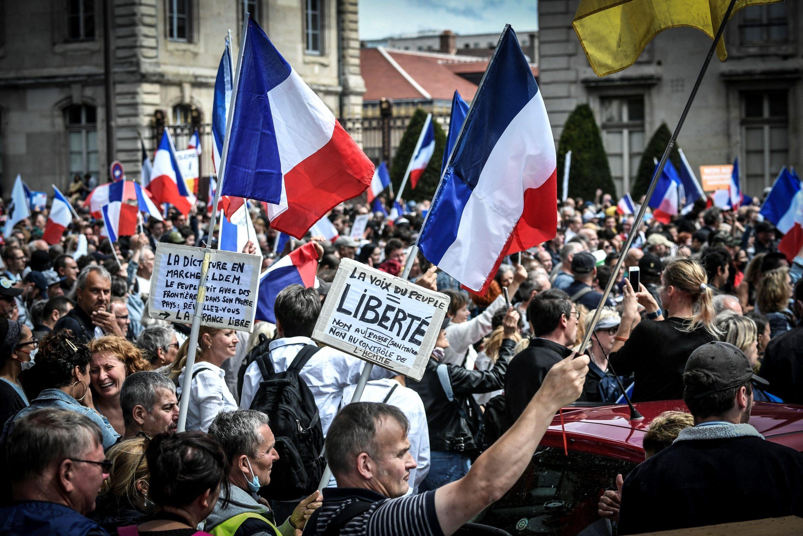 237.000 Demonstranten: Rekordteilnahme bei Protesten gegen verschärfte Corona-Regeln in Frankreich