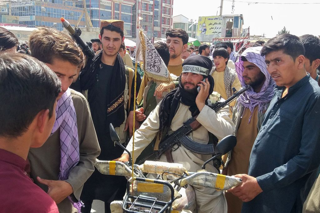 Hunderte afghanische Soldaten ergeben sich den Taliban nahe Kundus