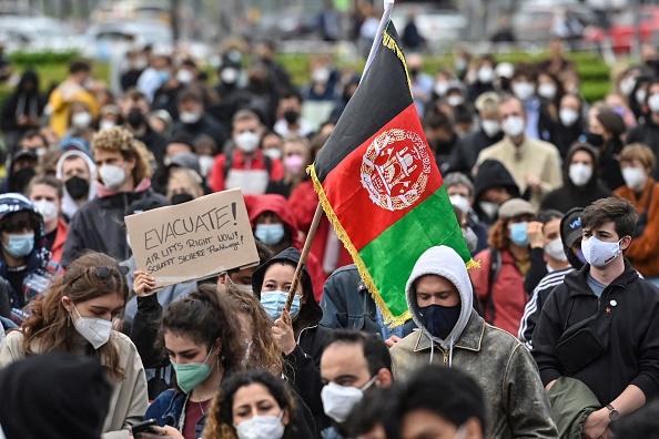 Tausende Menschen demonstrieren für Aufnahme afghanischer Flüchtlinge