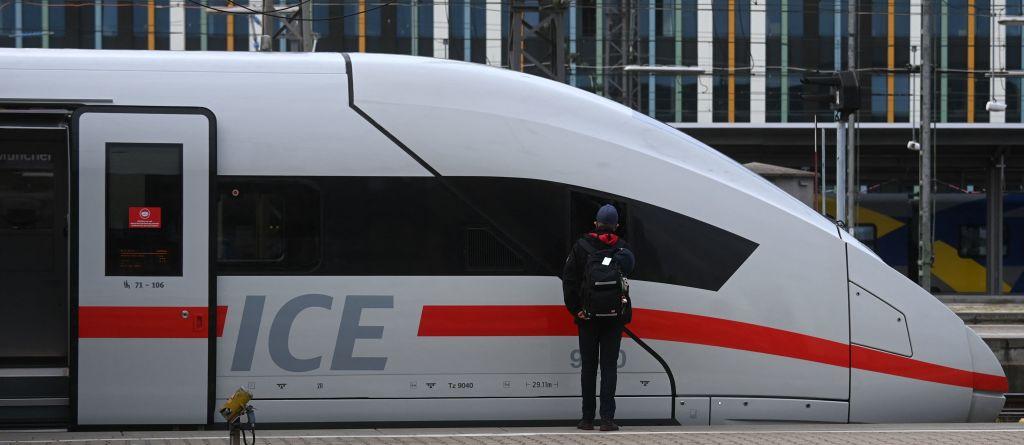 Merkel hält 3G-Regel in Fernzügen trotz Widerständen weiterhin für sinnvoll