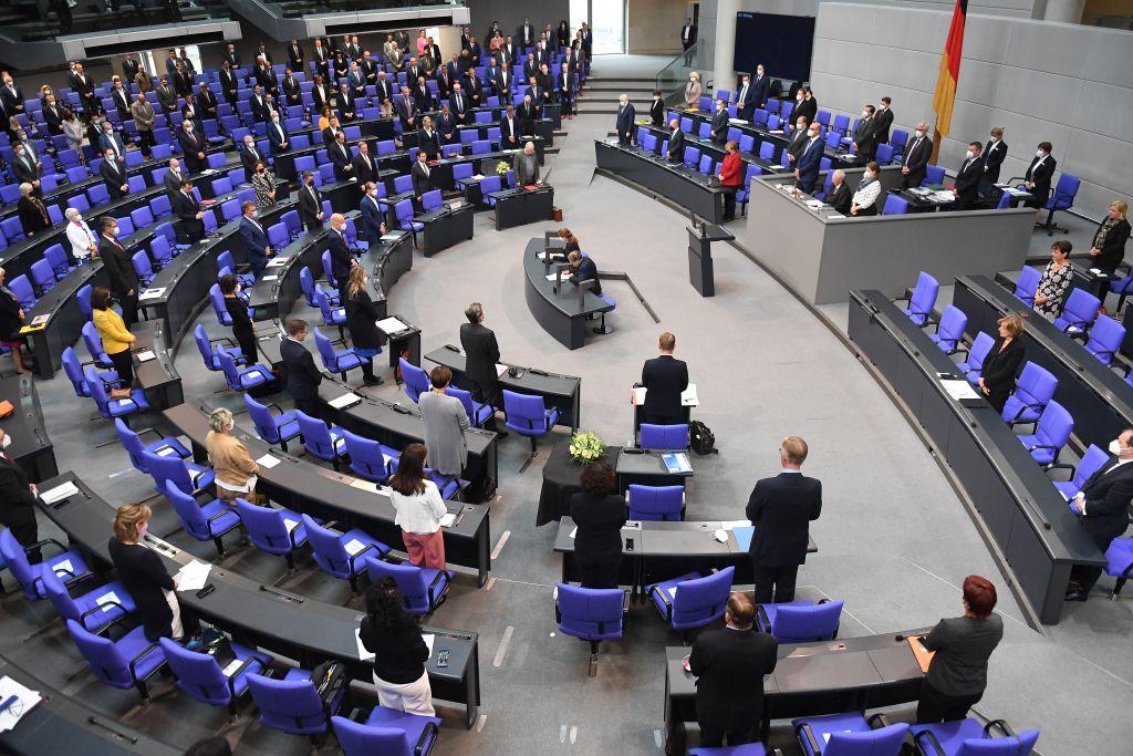 """Wegen mehrerer Corona-Varianten: Bundestag stimmt für Verlängerung der """"epidemischen Lage"""""""