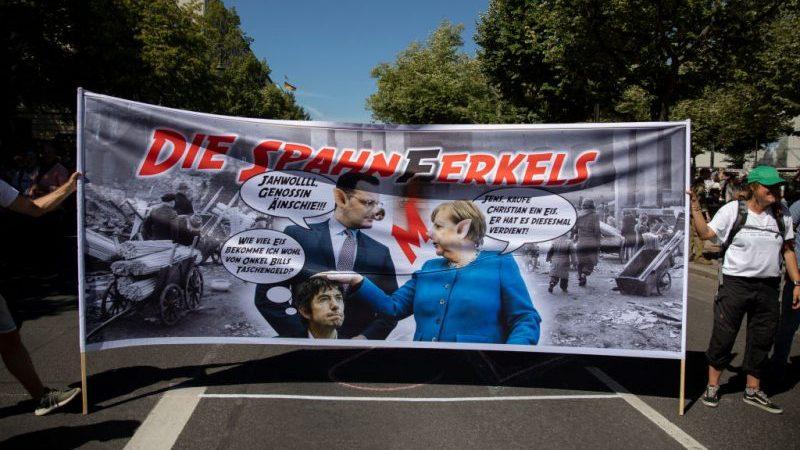 Bürgerprotest begleitet Gesundheitsminister Spahn bei Wahlkampftour