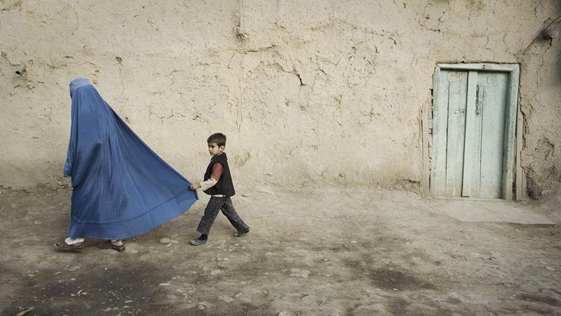 Ohne Burka unterwegs: Taliban erschießen Afghanin auf offener Straße
