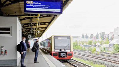 """""""Wer bei Seegang operieren kann, kann auch im Zug impfen"""" – Impfarzt mit Berliner Ringbahn unterwegs"""