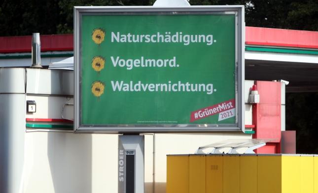 """""""Wohlstandsvernichtung, Klimasozialismus, Ökoterror"""": Plakatkampagne gegen Grüne sorgt für Ärger"""