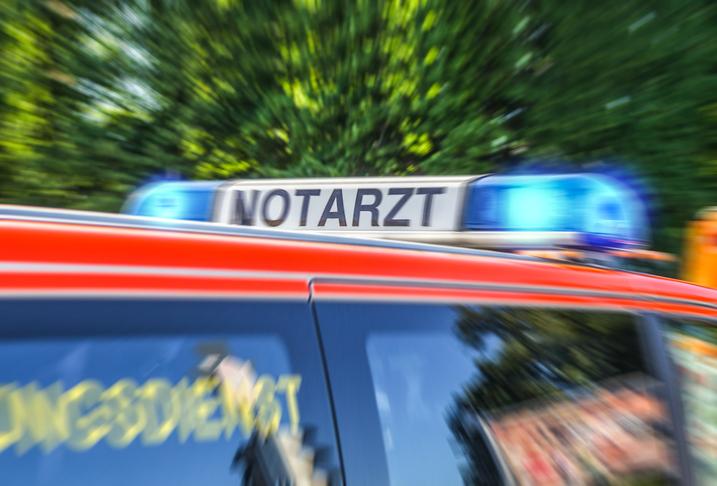 Hunderte Menschen behindern Rettungseinsatz in Düsseldorfer Altstadt