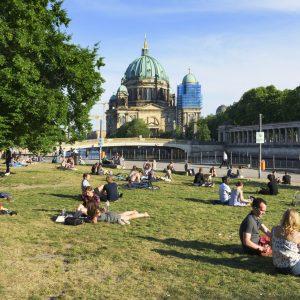 """""""Bürgerkriegsähnliche Zustände"""": Party in Berliner Park eskaliert – 19 Polizisten verletzt"""