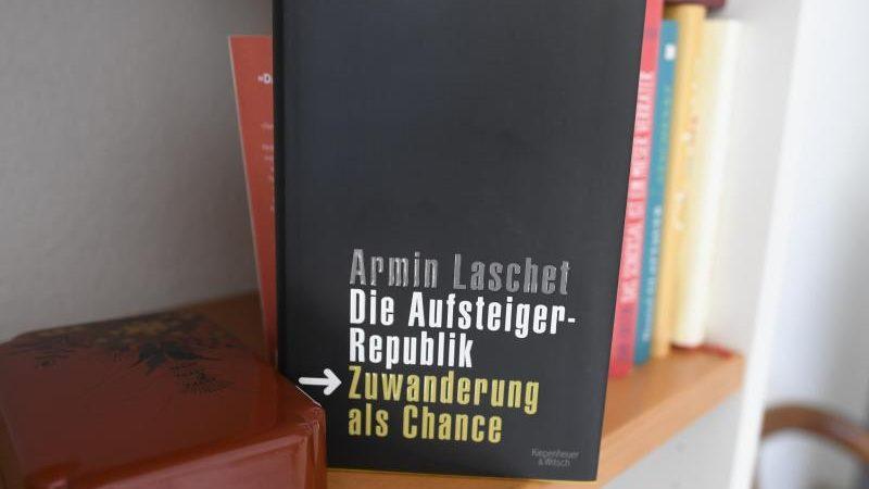 Plagiatssucher findet weitere auffällige Textstelle in Laschet-Buch